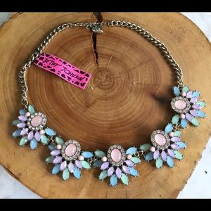 💕NWT BJ Dazzling multicolor Lucite gold choker!💕